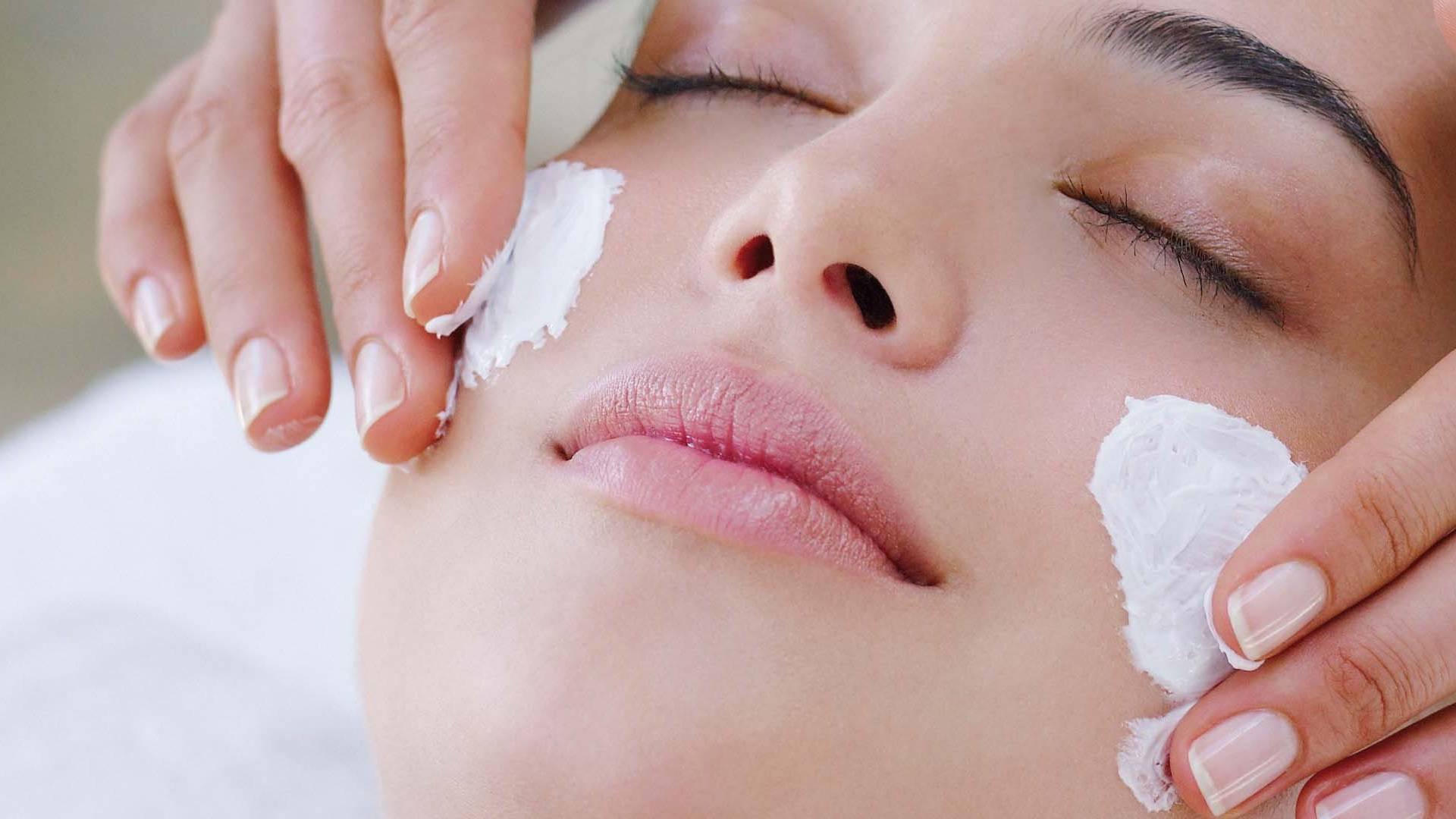 33ad2b8a5 ... البشرة الجافة للوجه ، والكفير يشبع الخلايا ذات المحتوى العالي من  الكالسيوم. لتحضير القناع ، خذ ملعقتين من الزبادي لخيار تمزيقه واترك العلاج على  الجلد ...